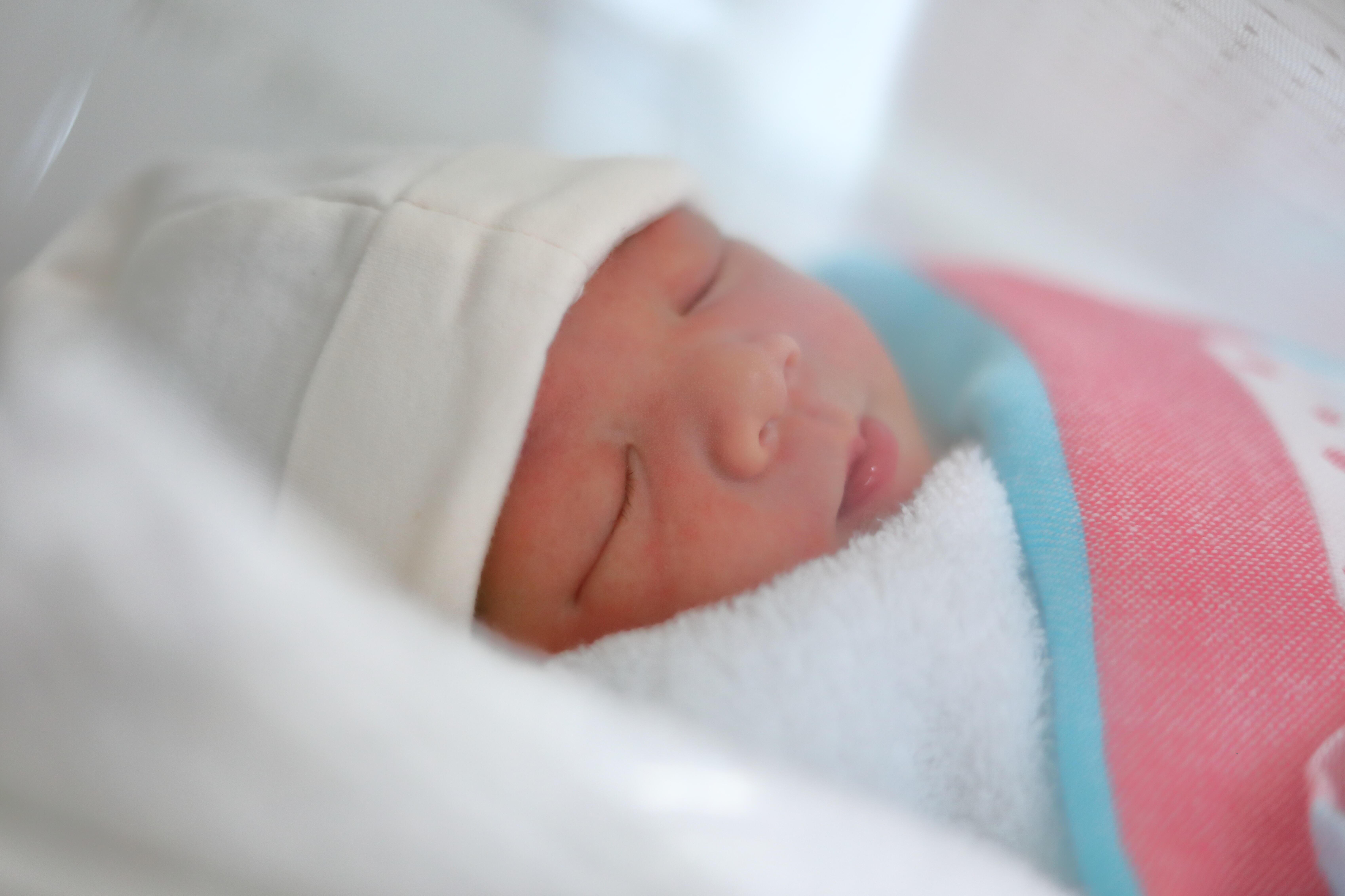 計算 赤ちゃん 体重 新生児のミルクの量はどれくらい?1日のトータル量や体重別の目安を解説【助産師監修】