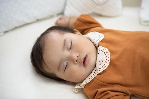 赤ちゃん 寝る場所 夜 リビング