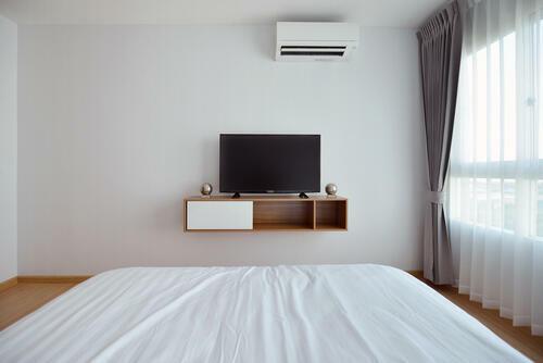 寝室のテレビはどこに置く?快適に観るためのテレビ設置の ...