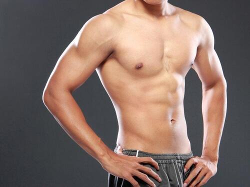 腹筋の上部を鍛える筋トレとは?逆に腹筋上部ばかり出てる方も必見 ...
