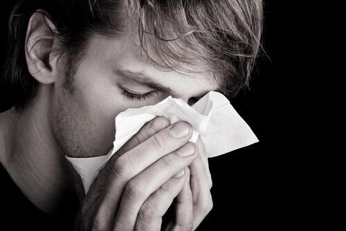 すぎ 耳 鼻 で の が 痛い かみ